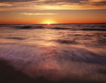 USA, California, La Jolla, Sunset over a beach and waves on ... von Danita Delimont