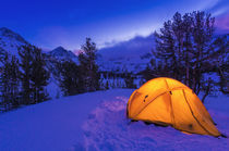 Winter camp at dusk, John Muir Wilderness, Sierra Nevada Mou... von Danita Delimont