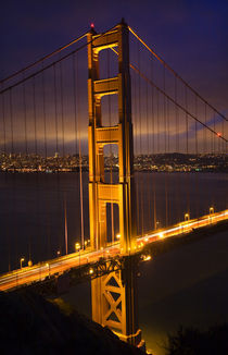 Golden Gate Bridge Night Vertical San Francisco California von Danita Delimont