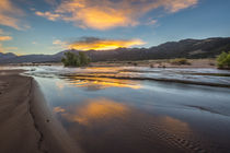 Medano Creek at Sunrise in Great Sand Dunes National park von Danita Delimont