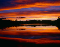 USA, Colorado, Sunset ignites the sky over Echo Lake, Arapah... von Danita Delimont