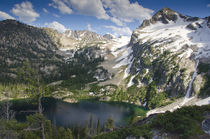 Alpine Lake and Alpine Peak, Sawtooth National Forest, wilde... von Danita Delimont