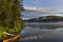 Sunrise with kayak on Beaver Lake in the Stillwater State Fo... von Danita Delimont