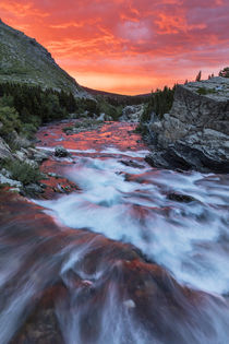 Brilliant sunrise sky over Swiftcurrent Falls in Glacier Nat... von Danita Delimont