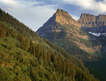 USA, Montana, Glacier National Park, Evening light on Mount ... von Danita Delimont