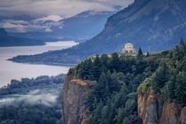 Early morning view of Vista House at Crown Point in the Colu... von Danita Delimont