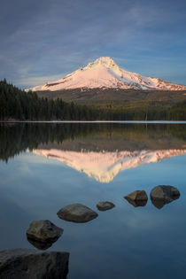 Setting sunlight on Mount Hood from Trillium Lake, Cascade M... by Danita Delimont