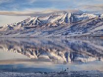 USA, Utah, Heber Valley, Winter reflection of Mount Timpanog... von Danita Delimont