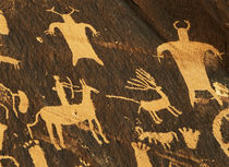 USA, Utah, Newspaper Rock State Park, Petroglyphs on newspap... von Danita Delimont