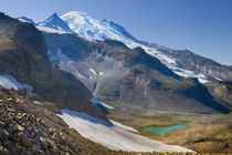 USA, Washington, Mount Rainier National Park, Mountain and l... von Danita Delimont