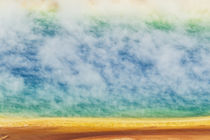 Elevated view of Grand Prismatic Spring and patterns in bact... von Danita Delimont