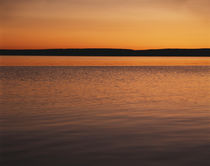 USA, Wyoming, View of Yellowstone lake at sunset von Danita Delimont