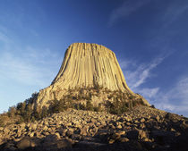 USA, Wyoming, Hulett, Devil's Tower National Monument at dusk von Danita Delimont