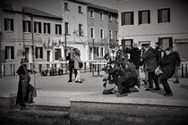 Fotografen beim Karneval in Venedig sw  von wandernd-photography