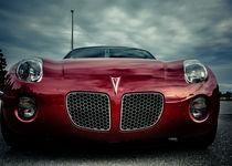 Red Pontiac Solstice front view von Eti Reid