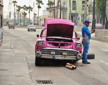 Havana car repair by Thomas Appenzeller