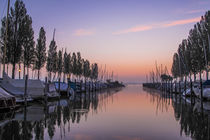 'Der Jachthafen von Moos in der Morgendämmerung - Bodensee' von Christine Horn