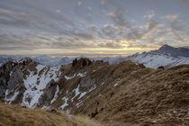Dramatischer Sonnenuntergang in den Schweizer Alpen by Raphael Schaefer