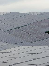 Photovoltaik-Anlage in bewegtem Gelände by Hartmut Binder