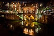 Fleetschlösschen Hamburg Speicherstadt bei Nacht von Britta Hilpert