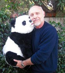 """HECTOR ELIZONDO (""""Pretty Woman"""") mit Panda -1- by JORG BOBSIN"""