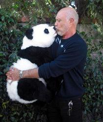 """HECTOR ELIZONDO (""""Pretty Woman"""") mit Panda -2- von JORG BOBSIN"""