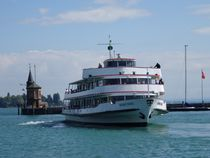 Bodenseeschiff im Konstanzer Hafen by kattobello