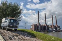 Alter Bus vorm Kraftwerk Wolfsburg by Jens L. Heinrich