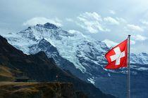 Jungfrau mit Schweizer Flagge von Bettina Schnittert
