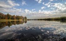 Wolkenspiegelungen im See by micha-trillhaase-fotografie