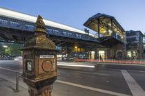 Feuermelder am Schlesischen Tor, U Bahn Station, Kreuzberg, Berlin von travelstock44