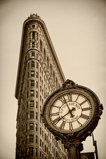 Flatiron buidling, Bügeleisen,  5th Avenue,  Uhr , New York by travelstock44