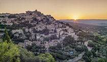 Sonnenaufgang in Gordes, Vaucluse, Provence, Frankreich  by travelstock44