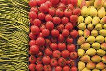 Barcelona Boqeria Markt Bohnen Tomaten und Birnen von travelstock44