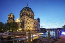 Drei Mädchen und ein Knabe, Brunnenfiguren Wilfried Fitzenreiter, Spreeufer , Berliner Dom von travelstock44
