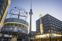 Alexanderplatz Weltzeituhr Fernsehturm Berlin  von travelstock44