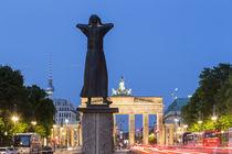 Strasse des 17. Juni, Tiergarten, Brandenburger Tor, Berlin  von travelstock44