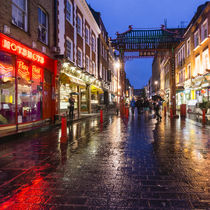 China Town , Gerrard Street at Rain, London, UK  von travelstock44