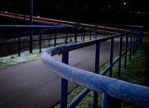 Raureif am Geländer in der Nacht von Manuel Wiemann