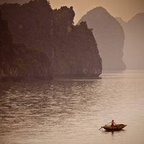 Ha Long bay by Miemo Penttinen