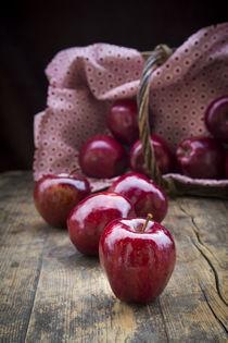 Rote Weihnachtsäpfel von Larissa Veronesi