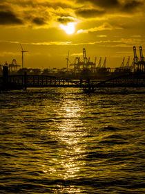 Abendsonne am Hafen by Leif Benjamin Gutmann