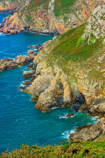 Felsen in der Petit Bôt Bay auf Guernsey by gscheffbuch