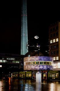 Berlin Alexanderplatz nachts von Bastian  Kienitz