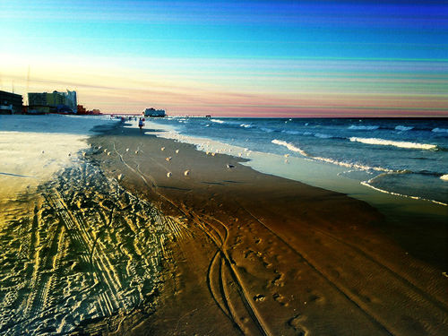 Daytona-beach-shoreline-and-boardwalk