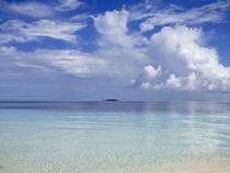 Tropical Cloudscape Reflections  von Annika  Leichtweiss