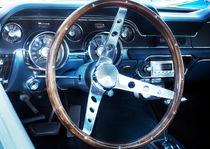 Lenkrad eines US-Autoklassikers von Beate Gube