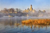 Frauenkirche und Elbe in Nebel gehüllt von moqui