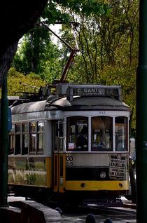 Straßenbahn in Lissabon by Iris Heuer