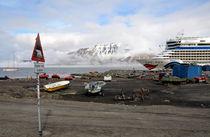 Spitzbergen Longyearbyen Hafen von Iris Heuer